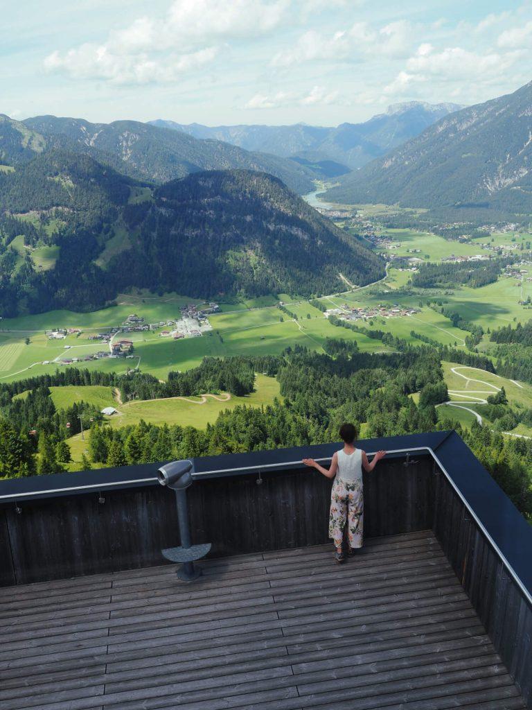 Uitzicht op de Pillersee en het dal vanaf het Jakobskreuz in Tirol