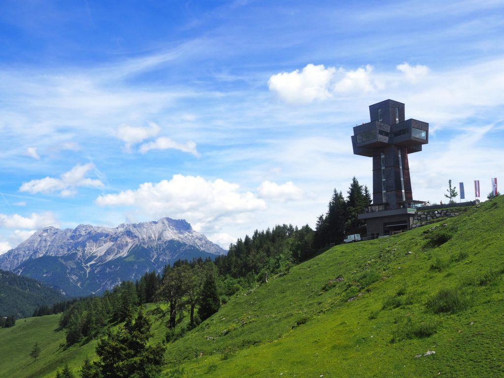 Het Jakobskreuz in het Pillersee is het grootste toegankelijke bergkruis ter wereld en staat op de Buchsteinwand