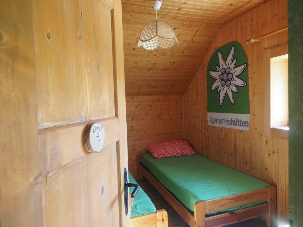 Tweepersoonskamer van de Südwienerhütte in Oostenrijk