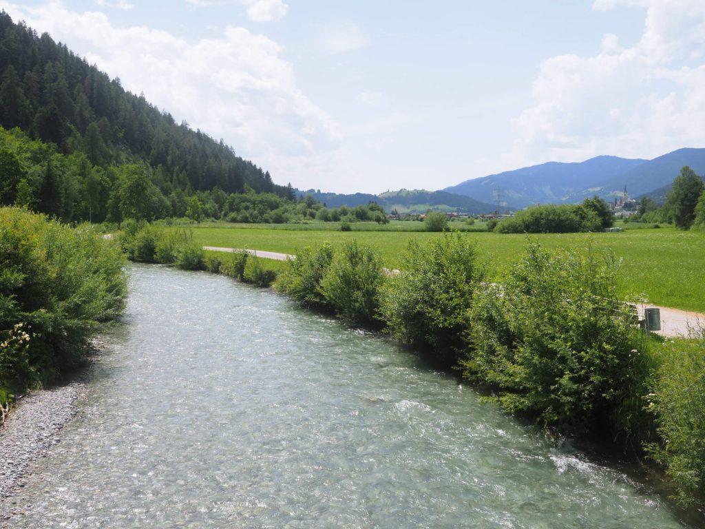 De Salzburger Almenweg gaat langs de rivier de Enns naar Radstadt