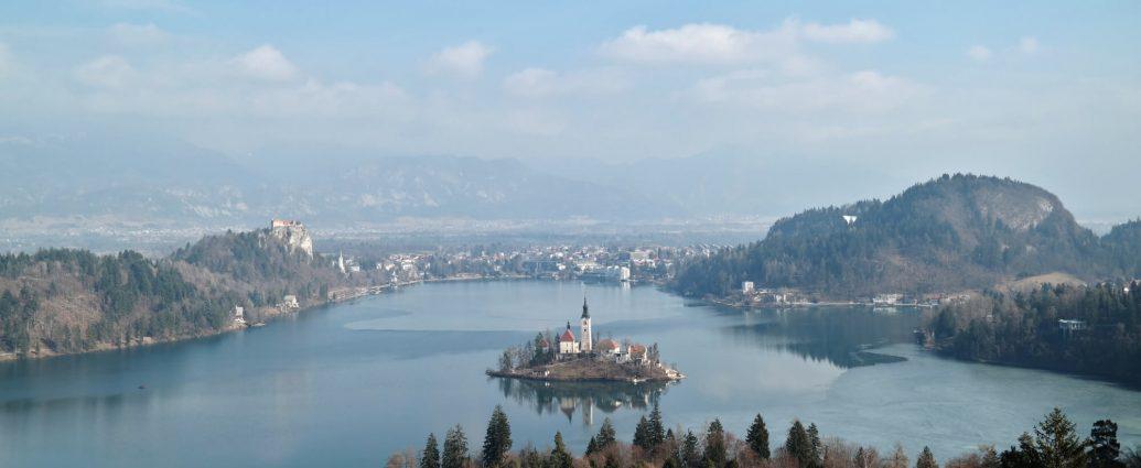 Uitzichtpunt Ojstrica op wandeling rond Meer van Bled in Slovenië
