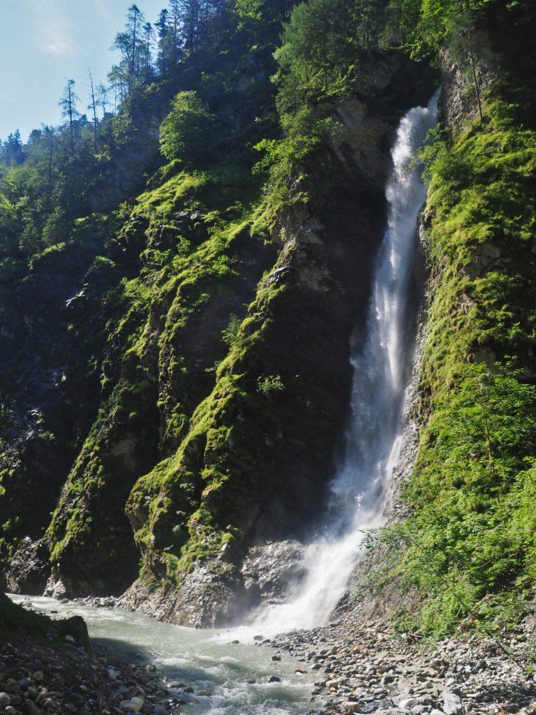 Waterval aan het einde van de Liechtensteinklamm in Oostenrijk